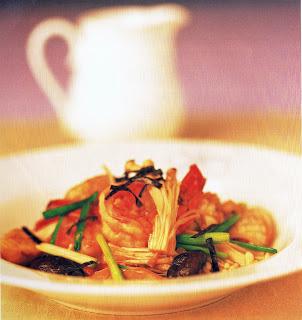 ปลาหมึก-กุ้งผัดเห็ดโรยสาหร่าย